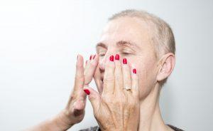 Stap-2-creme-look-good-feel-better-kanker-huidverzorging-uiterlijk-chemo-bestralen-hydrateren-advies-behandelen-droog-rood-strak-