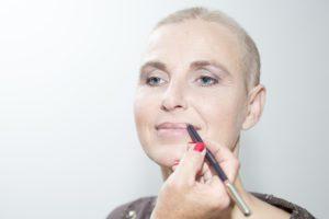 potlood-lip-omranden-look-good-feel-better-tutorial-make-up-kleur-verzorging-uiterlijk-voor-lipstick-kanker-chemo-tip-advies