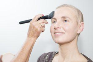 poeder-look-good-feel-better-basis-make-up-verzorging-uiterlijk-kanker-chemo-kleur-bestraling-advies-tips-goed-uitzien-kwast-los-compact